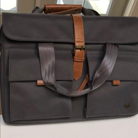 f4fe81e7fc PKG men s messenger bag. Pretty much brand new. M 5b9702e86a0bb706f391c082